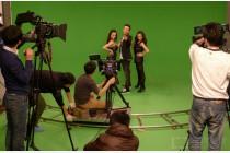 B2类:演播室双机位抠像+后期动态字幕/图片